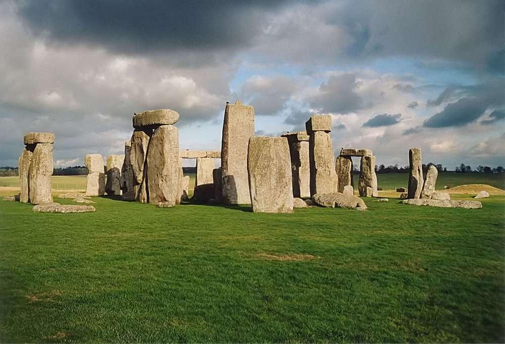 1200px Stonehenge back wide