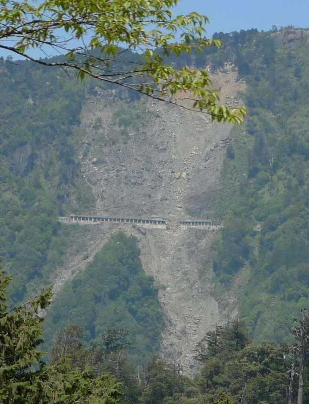 Un glissement de terrain lors du passage du typhon Morakot a emporté une section de la voie