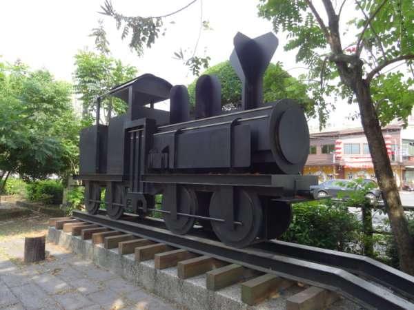 18 Ancienne locomotive de montagne sur voie étroite