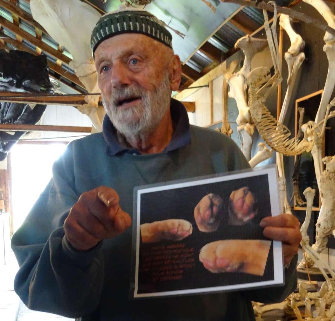 2 Pierre Henri Fontaine spécialiste entre autres de lanatomie des baleines dans son musée du squelette sur lîle verte fleuve Saint Laurent Québec