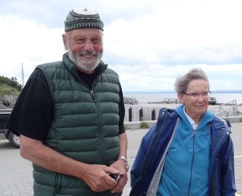 4 Pierre Henri et Martine Fontaine venus nous dire au revoir sur le débarcadère
