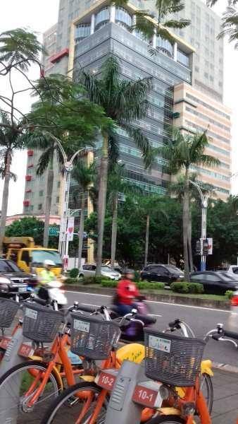 Taipei, une ville aérée, prêt de vélos et mur végétalisé
